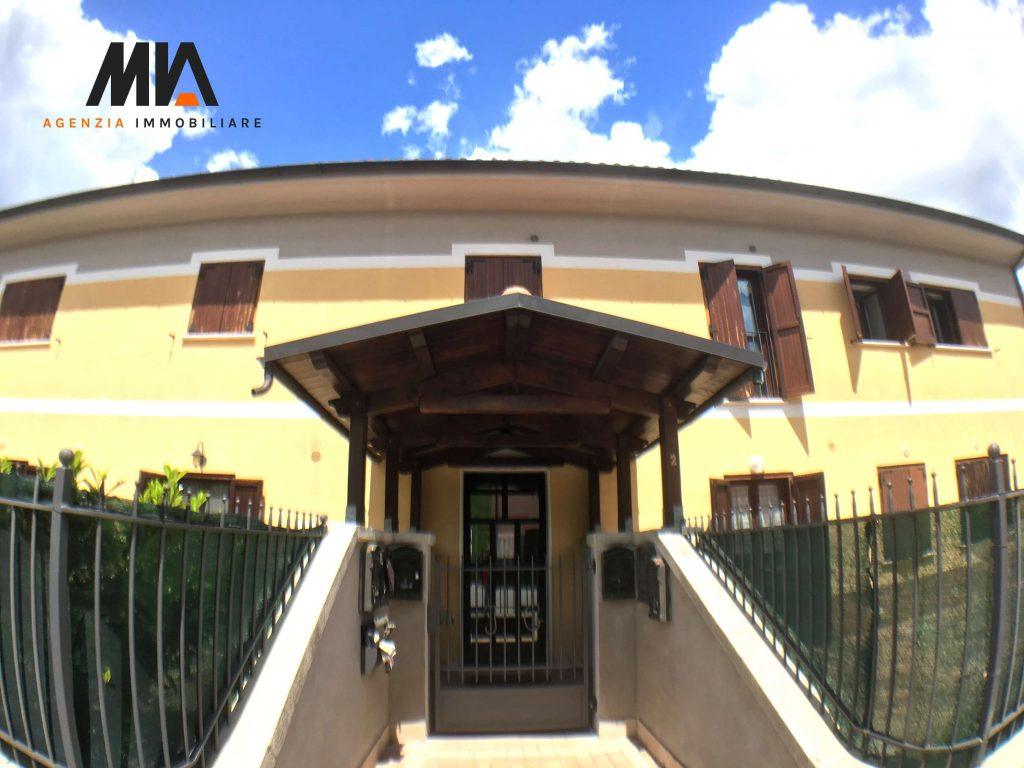 Affitto bilocale con isolamento termico in zona sassa for Arredamento agenzia immobiliare