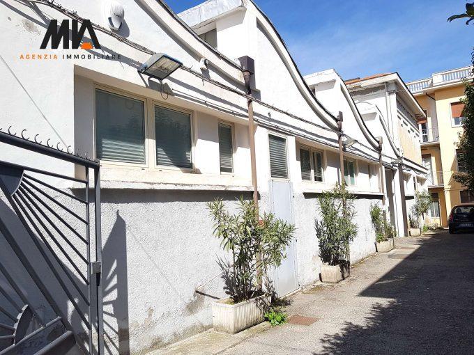 VENDITA: Intero Fabbricato ad Uso Commerciale o Residenziale Sulmona