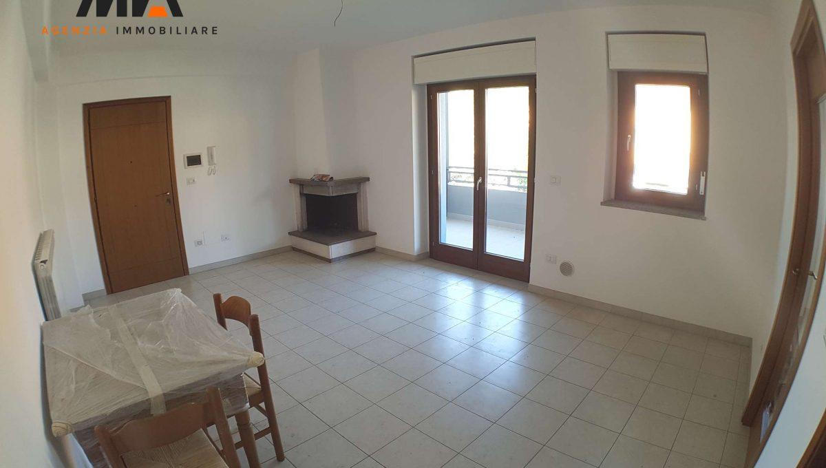 Vendita appartamento ristrutturato in zona torretta for Arredamento agenzia immobiliare