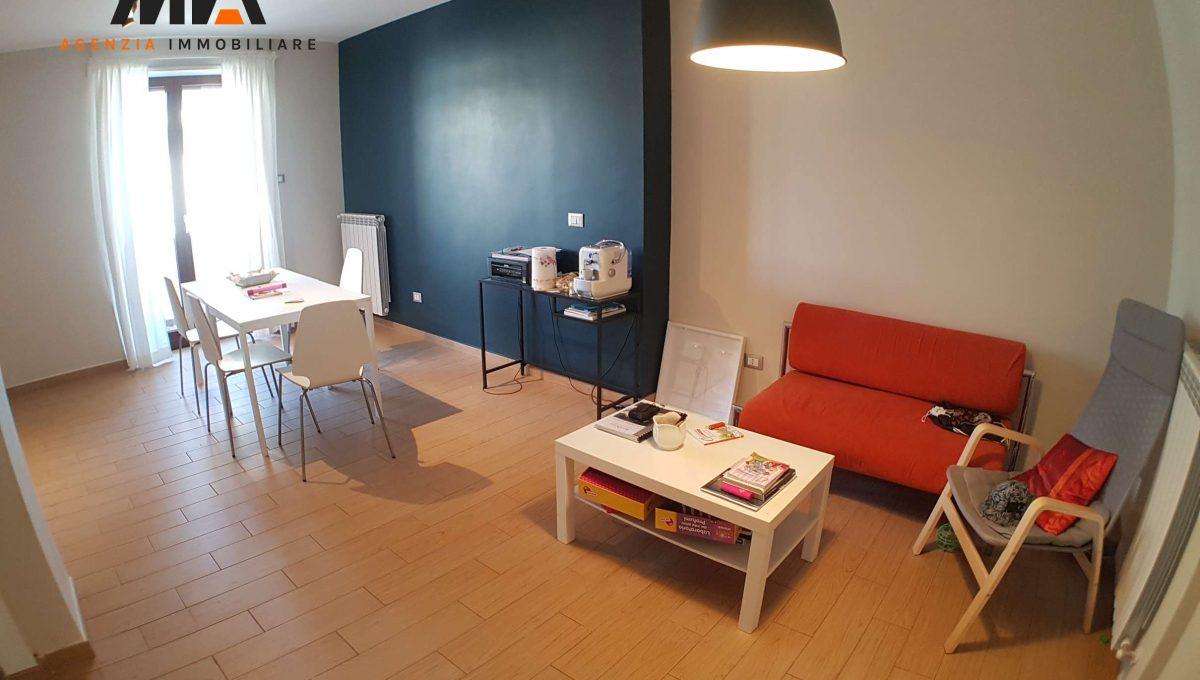 Vendita villa comunale appartamento moderno e rifinito for Arredamento agenzia immobiliare