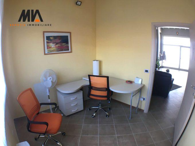 AFFITTO: Stanza Uso Studio in Elegante Ufficio Zona Paganica