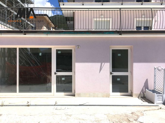 AFFITTO: Ampio e Nuovo Locale Commerciale Pettino