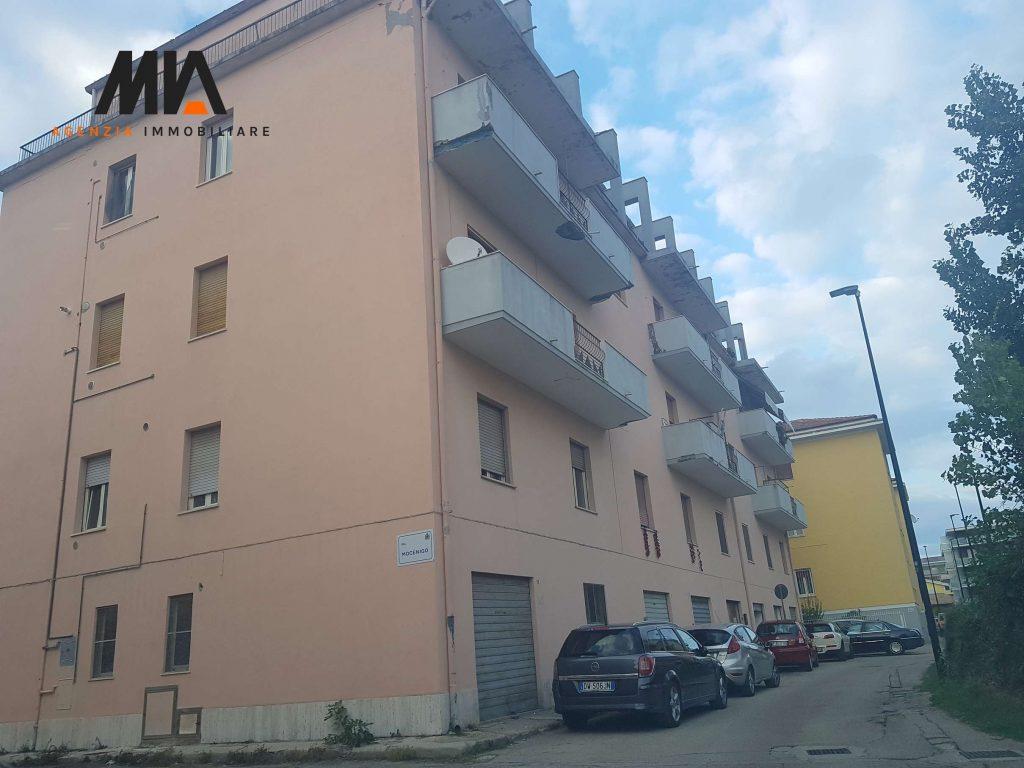 Vendita appartamento in zona ben servita 105 mq pescara for Arredamento agenzia immobiliare