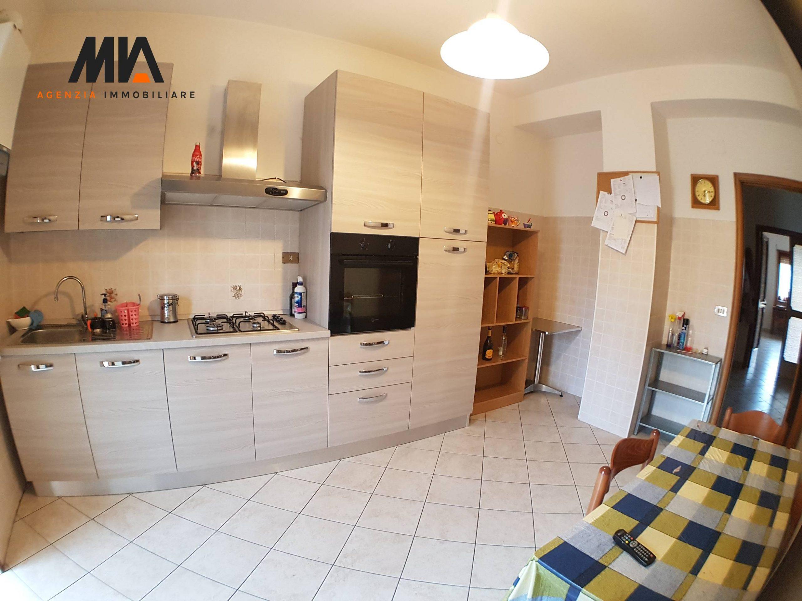 AFFITTO: Ultima ampia stanza appartamento servitissimo Torrione 50 metri Coop