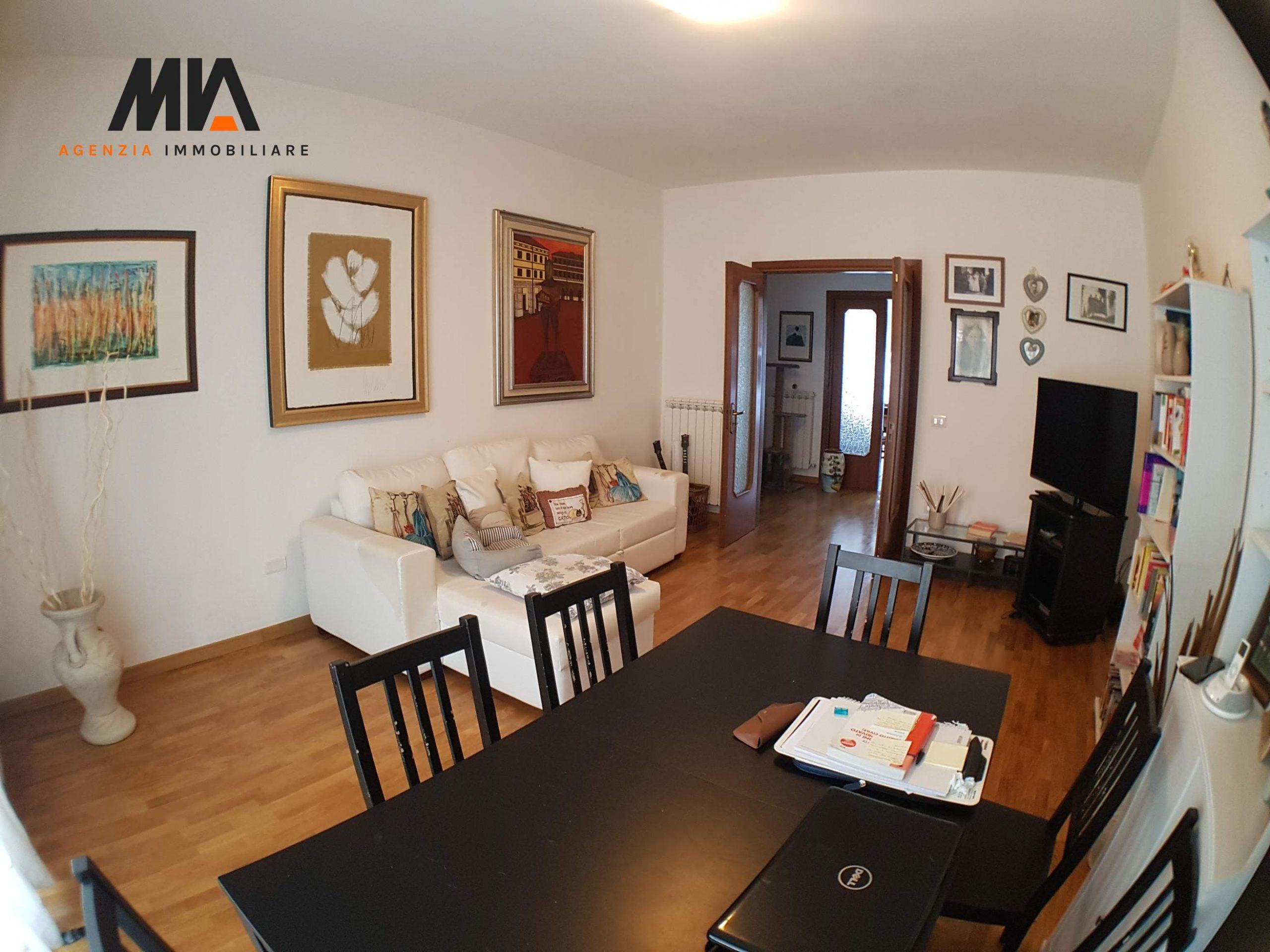 AFFITTO: Comodo Appartamento con giardinetto 110 mq zona servita