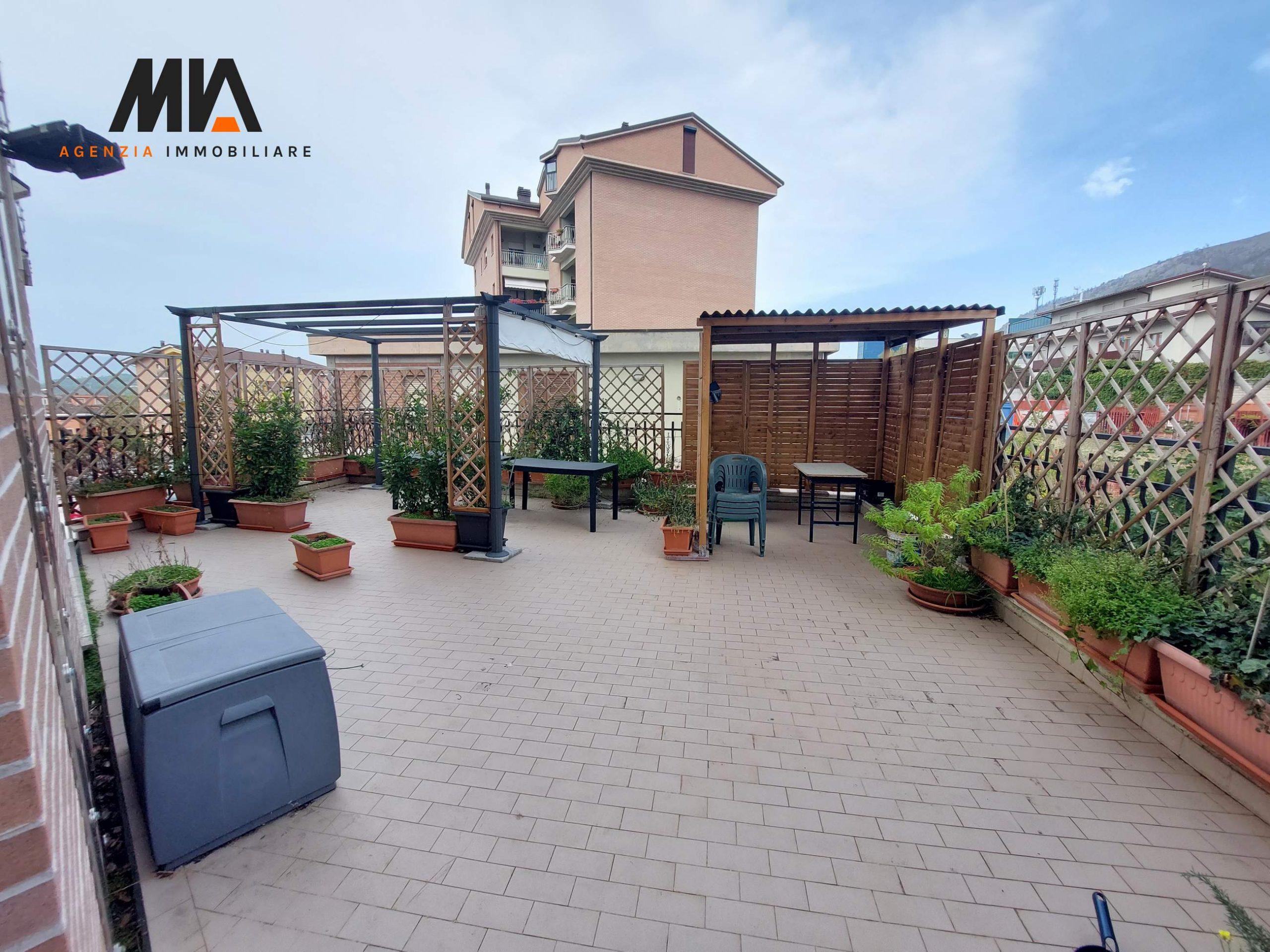 AFFITTO: Appartamento comodo con terrazzo 120 mq Pettino